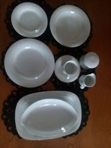 Dinner place setting for 6