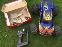 Traxxas t maxx remote control car nitro truck
