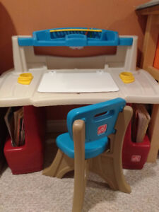 Step2 Deluxe Master Desk and Chair