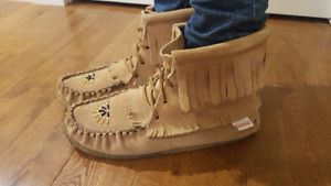 New Softmoc Moccasins size 8