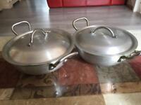 2 saucepans