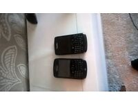 2 Blackberry mobile phones with charger £20