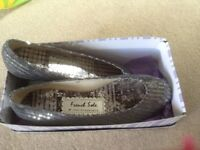 French Sole flat ballet pumps.