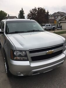 Chevy Suburban 2010 a Must See!!