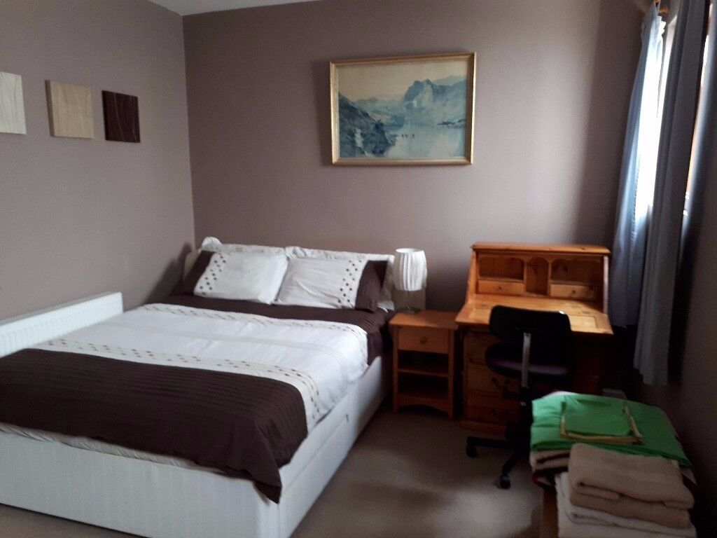 Lovely large, clean, furnished double bedroom with en-suite bathroom.