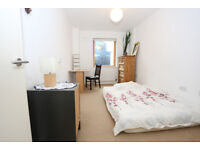 Spacious double room to rent in a modern two bedroom flat, close to town centre