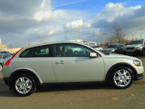 2009 Volvo C30 SPORT PKG--HEATED SEATS---CLEAN IN ANS OUT