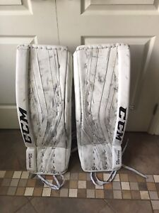 Goalie pads / Equipment