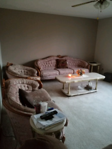 Complete living room 700 or best offer also coffee table lamps