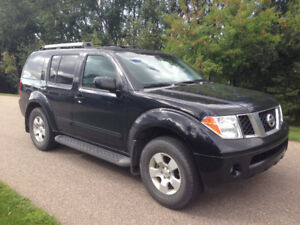 2006 Nissan Pathfinder SE SUV, Crossover- Excellent Condition