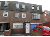 4 bed townhouse available in Victoria Street, available now to students and working professionals