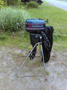 Moteur Evinrude 4HP + support + HOUSE