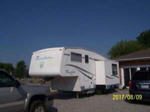 Travelarie TW262 fifth wheel trailer w slide REDUCED $11500.00
