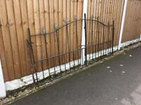 Garden / Driveway gates from £10 - £150 can deliver locally over 25 sets available