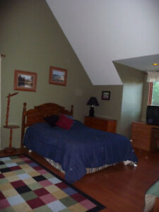 Attention Pilots Large Furnished Rm Close to aiport Avail Oct.