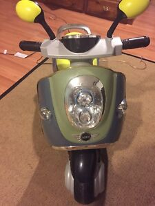 Kids battery powered scooter