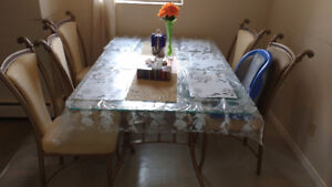 Excellent dinning set (table+6 chairs)! great price