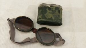 WORLD WAR 2 VINTAGE MILITARY GOGGLES AND CARRYING TIN -