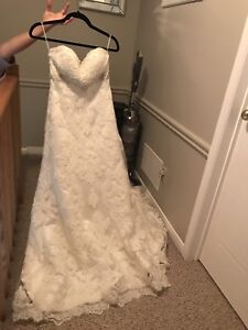 wedding dress (never been used)