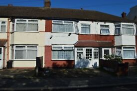 3 bedroom house available to let in Uphall road, Ilford , IG1.