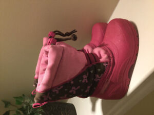 Great condition winter boots - Size 7 *(Fits roughly age 2-2.5)*