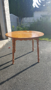 Beautiful Maple Table with TWO Leaves