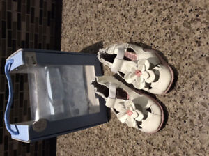Brand new Robeez shoes 6-12mths