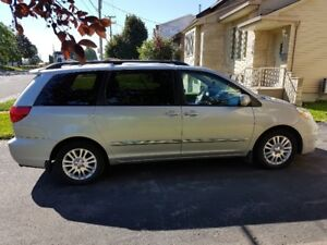 2010 Toyota Sienna Limited Edition 7 Seater Van - Super Clean