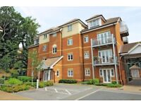 Contemporary 2 Bed apartment close to the station. Master En-suite bathroom, secure gated parking