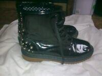womans boots size 5