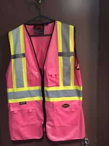 WOMENS SAFETY VEST AND HARD HAT