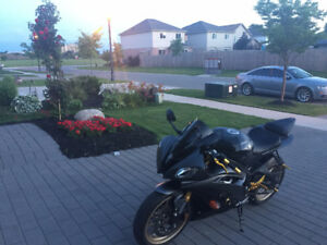SALE OR TRADE .. Yamaha R6 Black and Gold, VERY LOW KM !!!