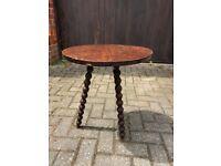Round table with bobbin design legs