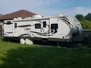 2014 KEYSTONE COUGAR 32RBK WITH WARRANTY UNTIL SEPT 2020