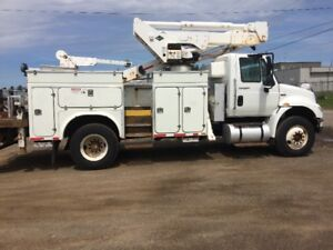 2009 International 4400 Bucket Truck W/ Versalift VST5000 W/ Jib