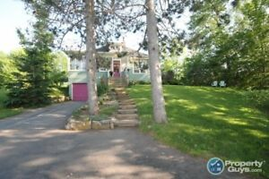 Pictou - Bursting with personality & charm, 5 bed/2 bath