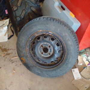 one 185 70 13 trailer tire with rim