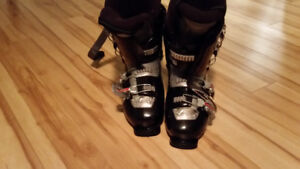 Downhill ski boots