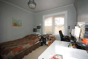 444RENT- Bachelor Downtown, Close to Everything! Available SEPT!