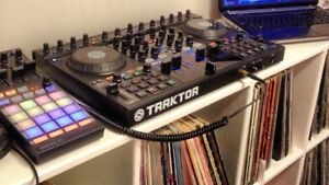 Traktor S4, F1 (+ stand) and software license