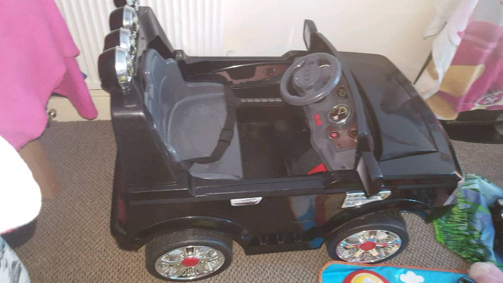 2 Seater Black Jeep 12 volt For Salein Southampton, HampshireGumtree - x2 Seater Jeep 12 volt for sale. Plays sirens, plays music. Lights up. Good conditon. Comes with charger. 2 speed limits. Anymore information message me. Thanks!
