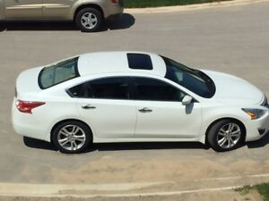 2013 Nissan Altima SV Sedan- Premium 3.5 litre engine- warrenty