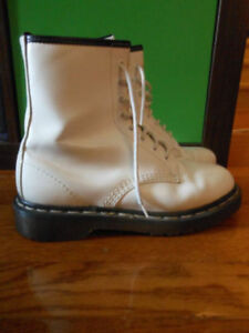 Dr. Martens White Original England Boots Size UK 5 US 7