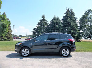 2014 Ford Escape SE Crossover- ONE OWNER & 4 BRAND NEW TIRES!!