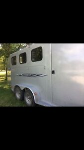 2013 Titan 3 horse trailer bumper pull new condition