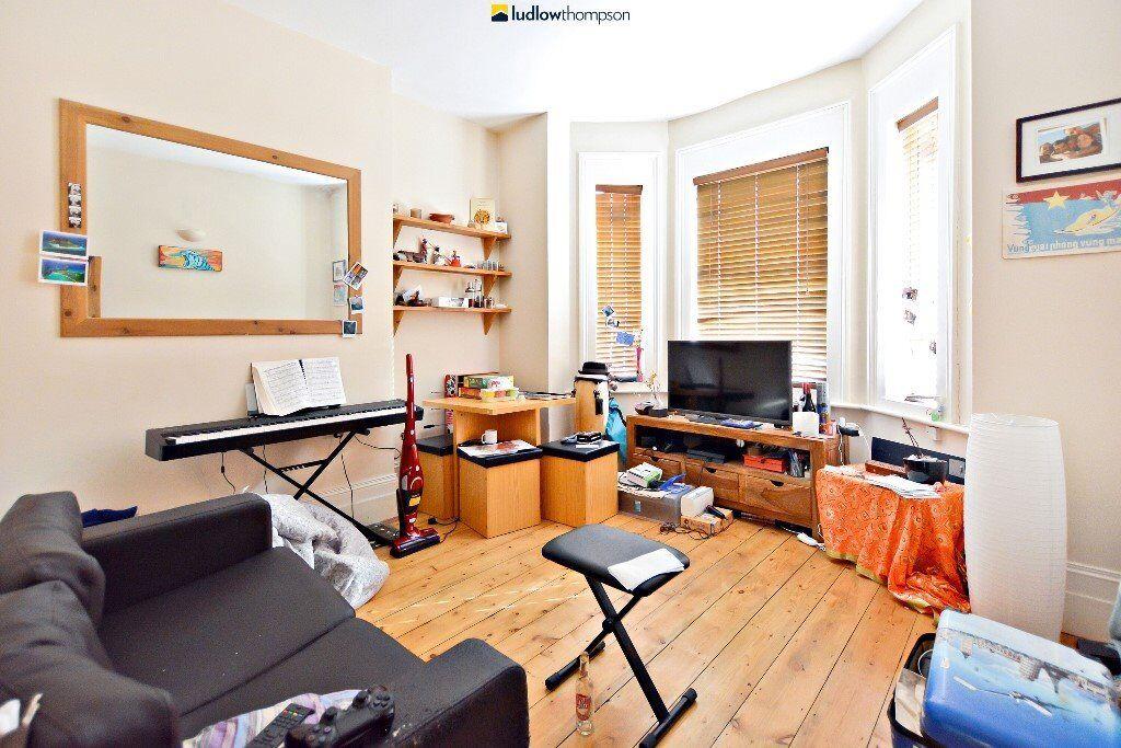 Modern One Bedroom, Ground Floor Garden Flat Moments