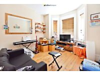 Modern One Bedroom, Ground Floor Garden Flat Moments From Tooting Bec Underground Station - SW17