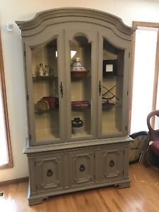 Gorgeous! Display cabinet.