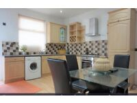 ROOM TO RENT IN FULLY FURNISHED MODERN NEWLY REFURBISHED PROPERTY