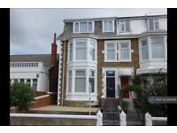 3 bedroom flat in Warbreck Hill, Blackpool , FY2 (3 bed)